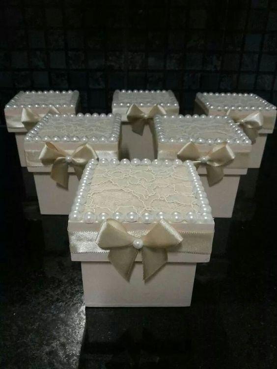 Hộp quà cưới